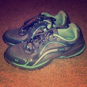 Ryka women's tennis shoes size 9. Like new